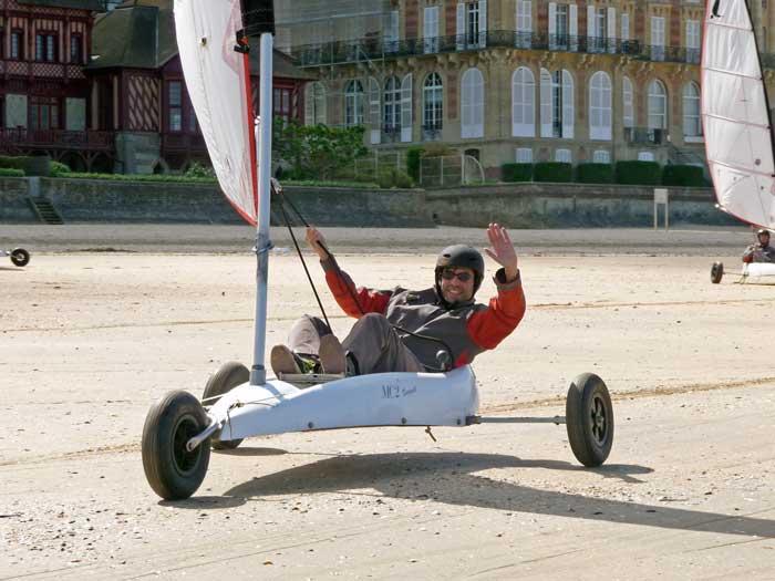 De Deauville à Granville, en passant par Cabourg, à vous l'air tonique et l'immensité des plages en char à voile