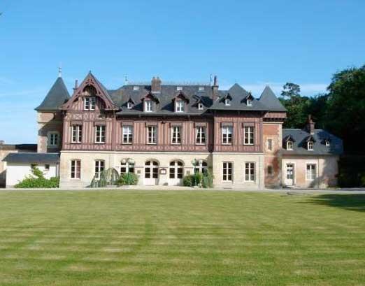 Pavillon de chasse du XVIIe entièrement rénové, dans l'Orne en Normandie