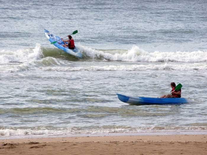 Goutez aux joies de l'eau : kayaks de mer, canoé, surf, catamarans, trimarans, jet ski