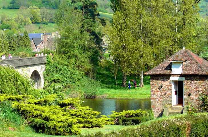 Paysage près de Thury-Harcourt en Suisse normande, ideal pour l'escalade, canoe et parapente