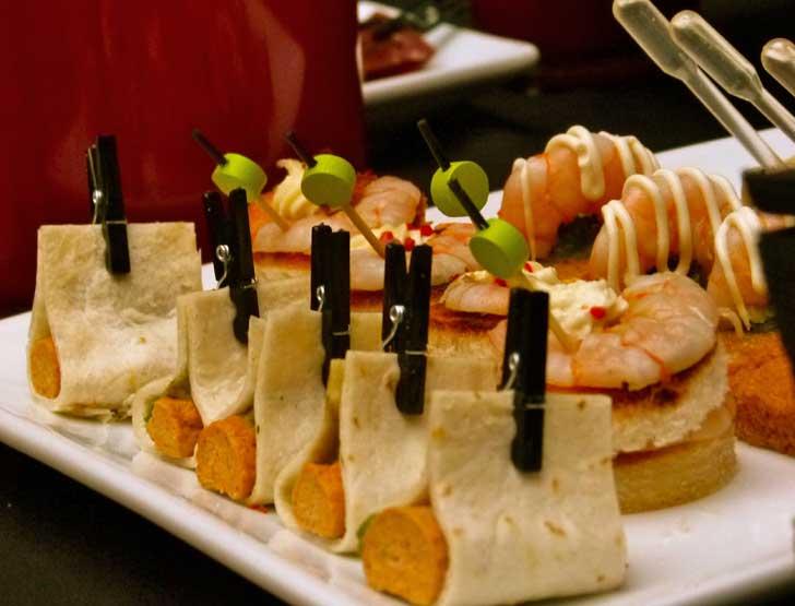 Mets savoureux valorisés par la qualité et le savoir faire local, produits sélectionnés, pour un dîner généreux, créatif et gourmand