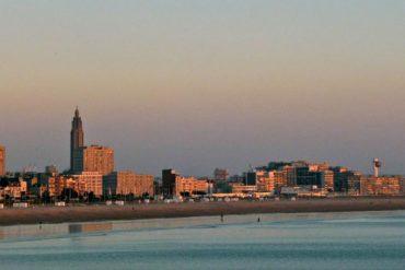 Vue du Havre par la mer, dans la lumière du soir