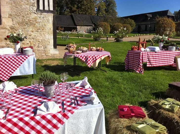 Déjeuners campagnards au jardin, sur une terrasse avec vue sur la mer ou sur un gréement