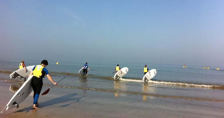 Le Stand up paddle, activité ludique pour vos Incentive avec Normandy DMC | © RECEVOIR EN NORMANDIE