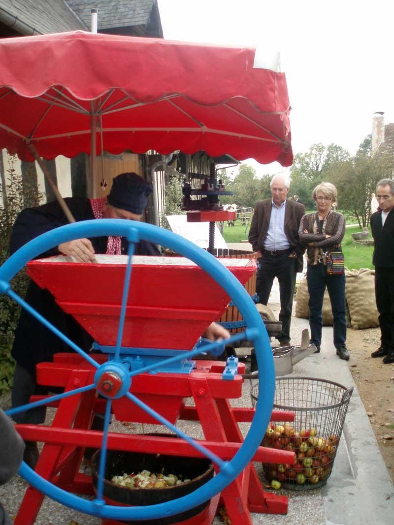 Activités en Normandie, la fabrication du mout de pommes