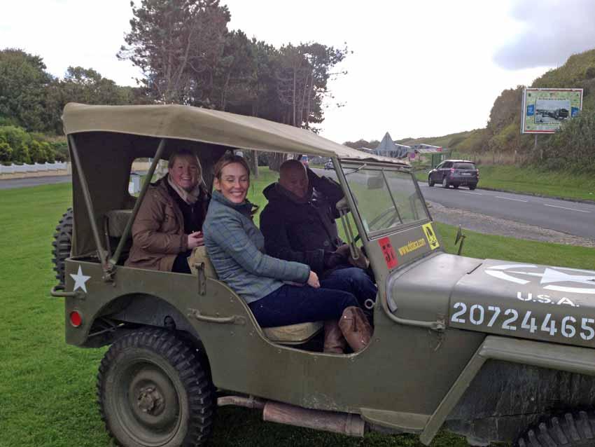 DDAY en véhicules militaires pour la visite des Plages du Débarquement
