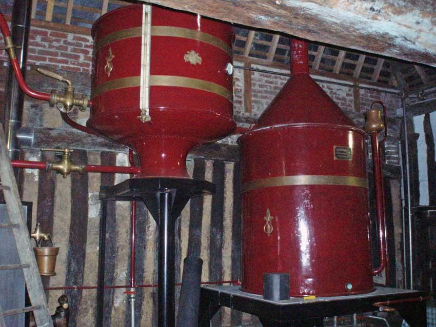 Visite découverte d'une distillerie de calvados en Normandie