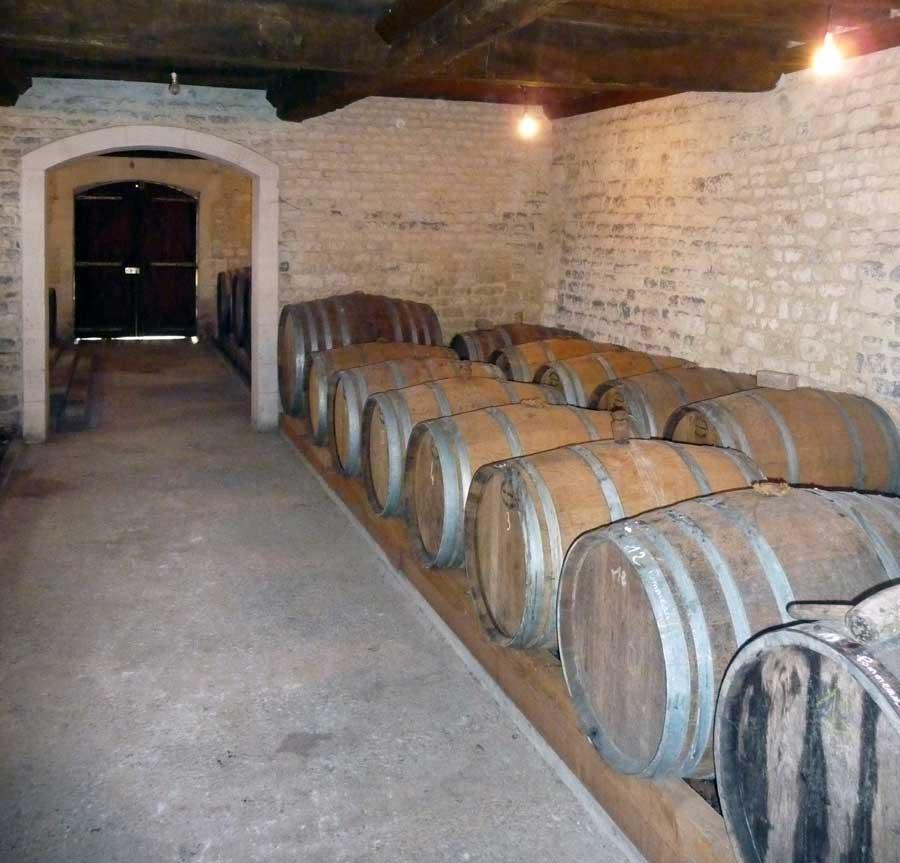 Chais lors d'une visite découverte d'une distillerie en Normandie