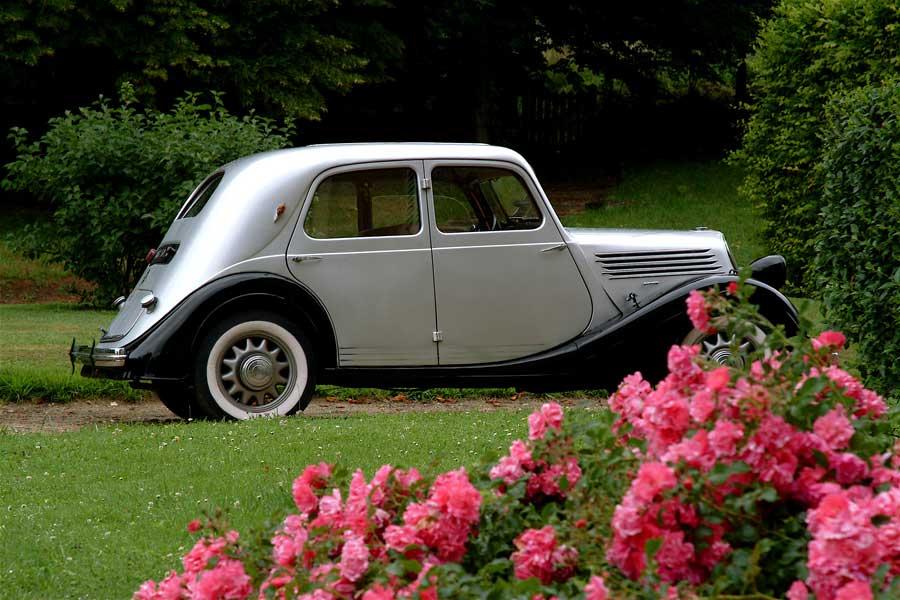 Un rallye voitures anciennes, activité découverte en Normandie
