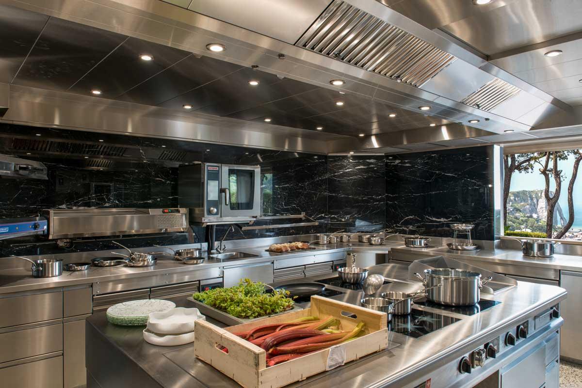 Les cuisines de Hôtel Le Donjon - Domaine Saint Clair à Etretat