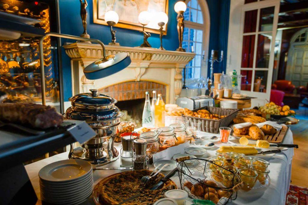 petit dejeuner à l'hotel Le Donjon