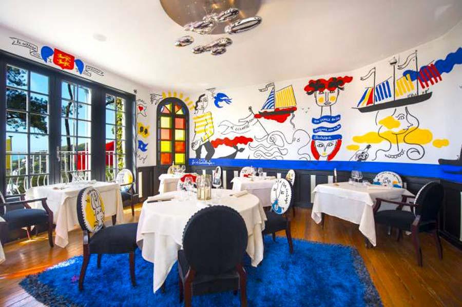 La salle de restaurant Le Donjon à Etretat