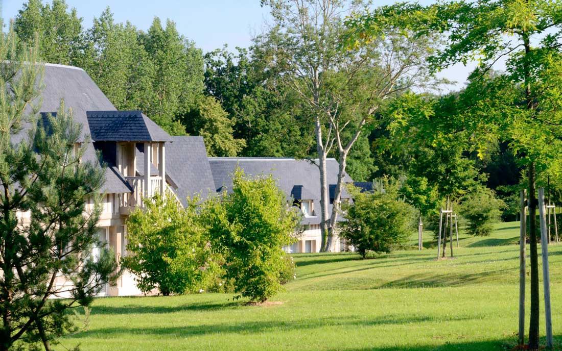 Le parc de l'hôtel Les Manoirs de Tourgéville