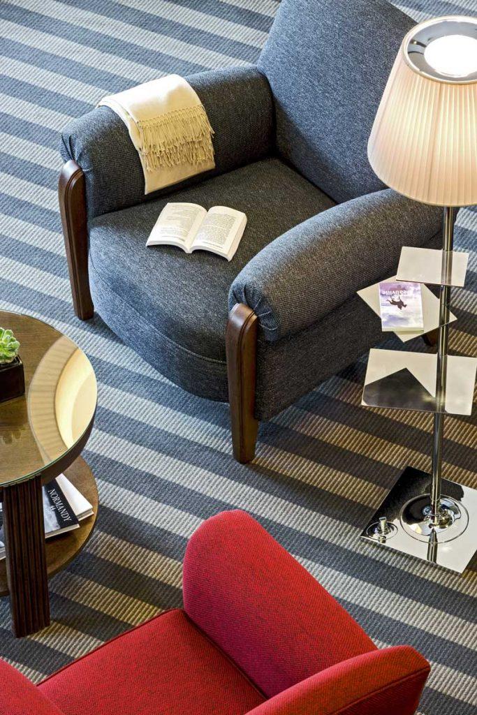 Fauteuil dans le lobby - Hôtel Barrière L'Hôtel du Golf Deauville