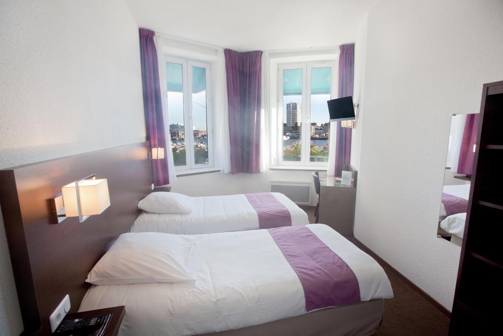 Hôtel Ambassadeurà Cherbourg -chambre