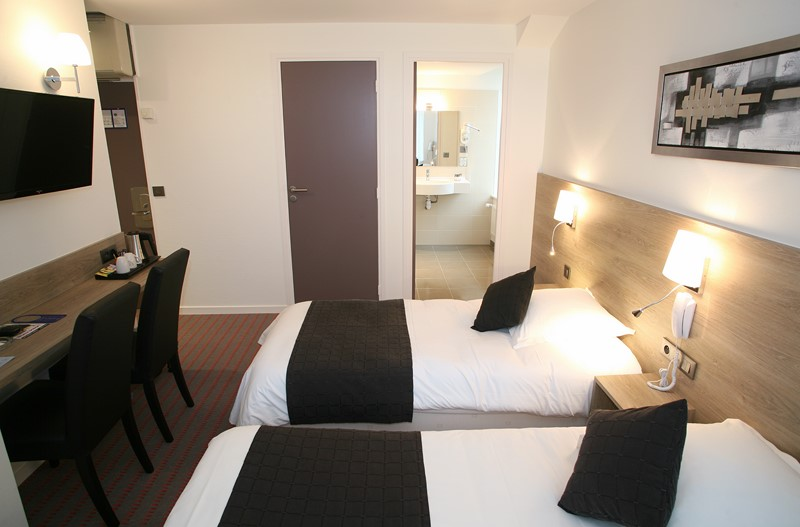 Une chambre de l'Hôtel Le Louvre à Cherbourg