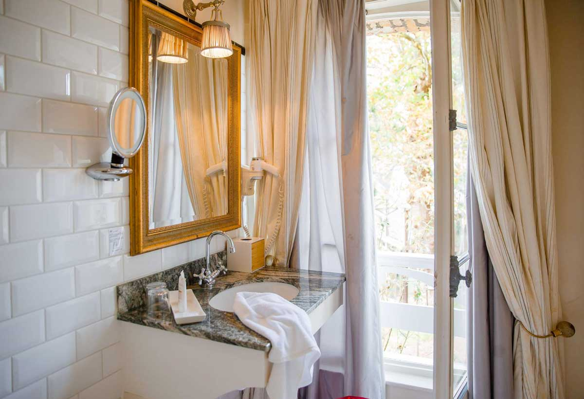 Salle de bain de l'Hôtel Le Donjon - Domaine Saint Clair