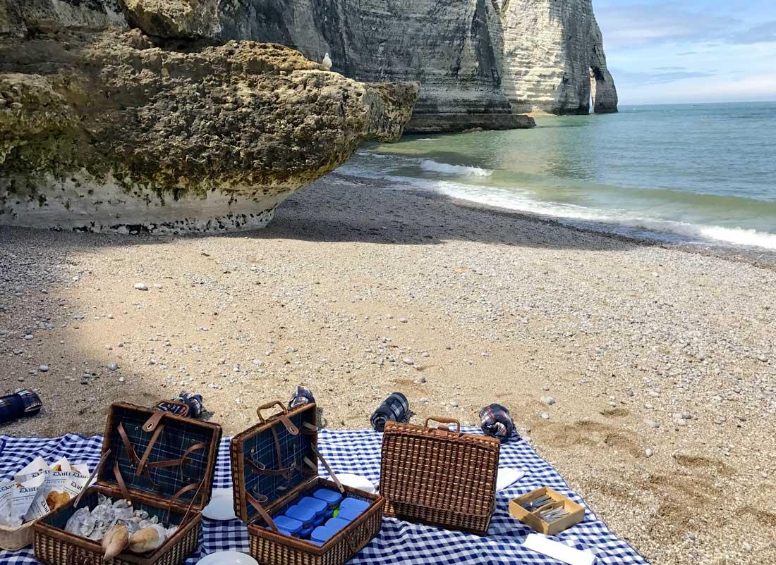 Pour votre séminaire en bord de mer, un pique-nique sur la plage d'Étretat