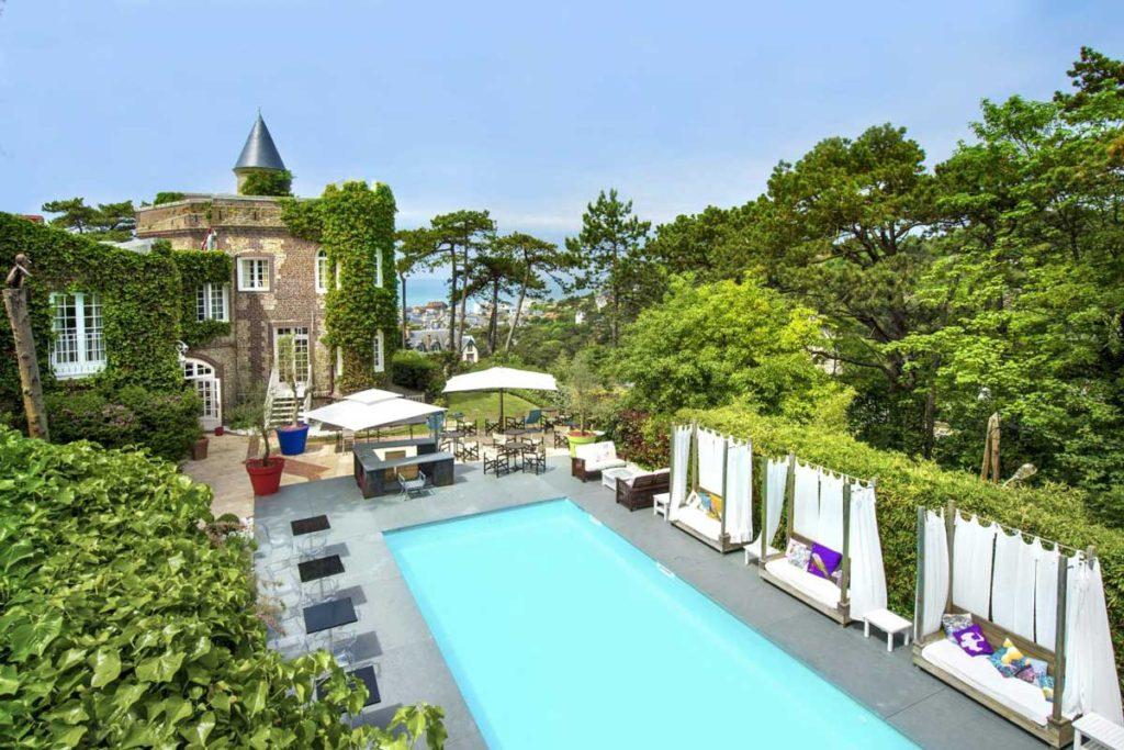 Spa et piscine de l'hôtel Le Donjon - Domaine Saint Clair à Étretat