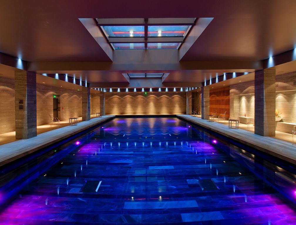 Piscine intérieure du spa de l'hôtel de Bourgtheroulde and Spa