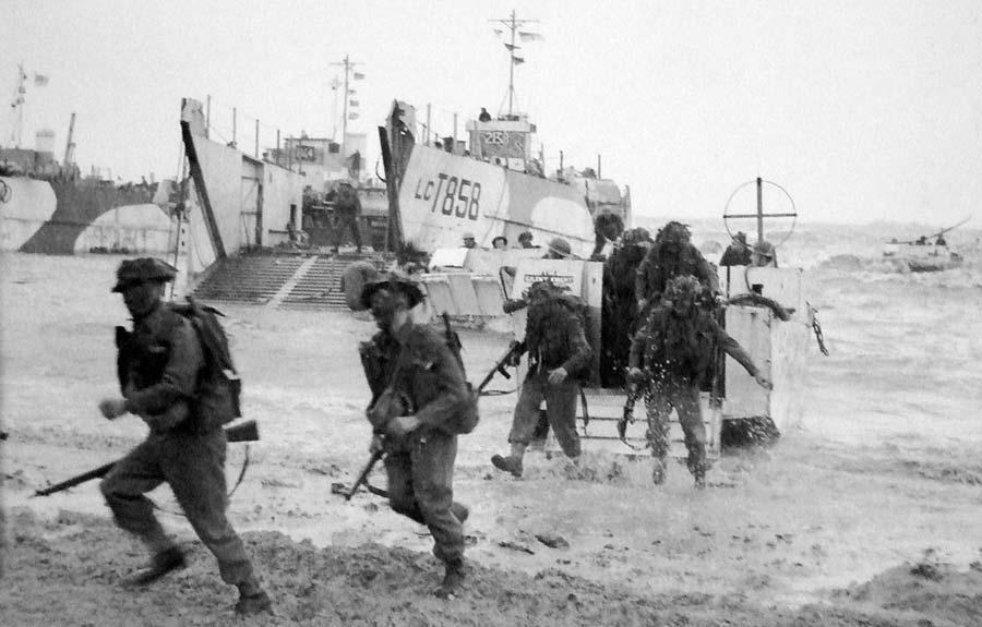 Commandos débarquant à Gold Beach à Ver-sur-Mer le 6 juin 1944