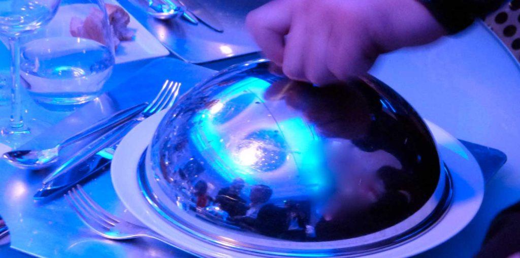 Nous organisons vos dîners dans des lieux de réception au caractère intime, avec leur personnalité et leur histoire