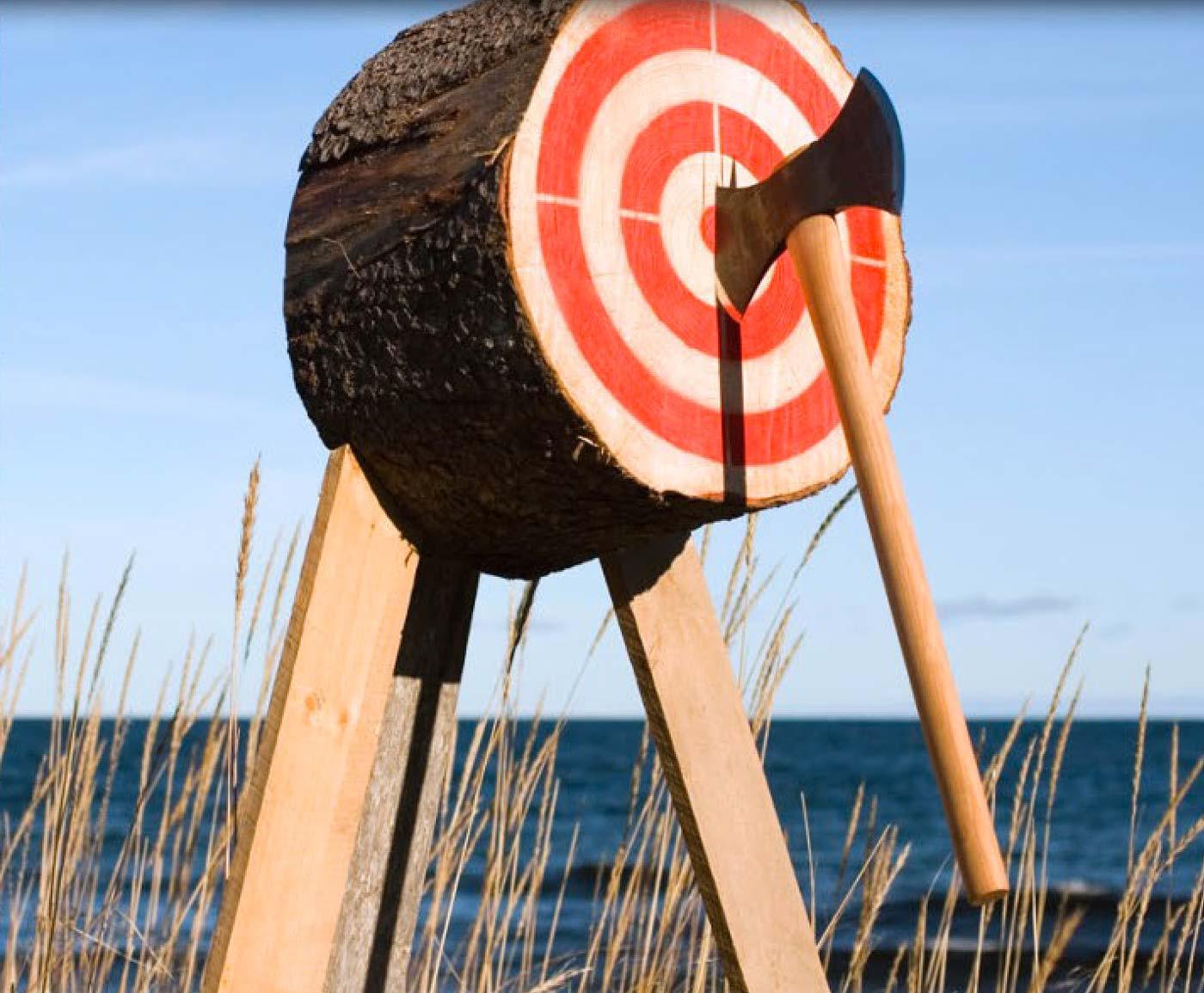 Lancer de hache en bord de mer