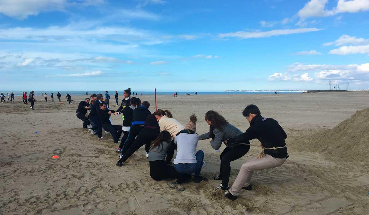 La cohésion d'équipe avec les jeux de plage