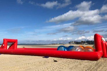 Installation jeux de plage pour team building à Deauville