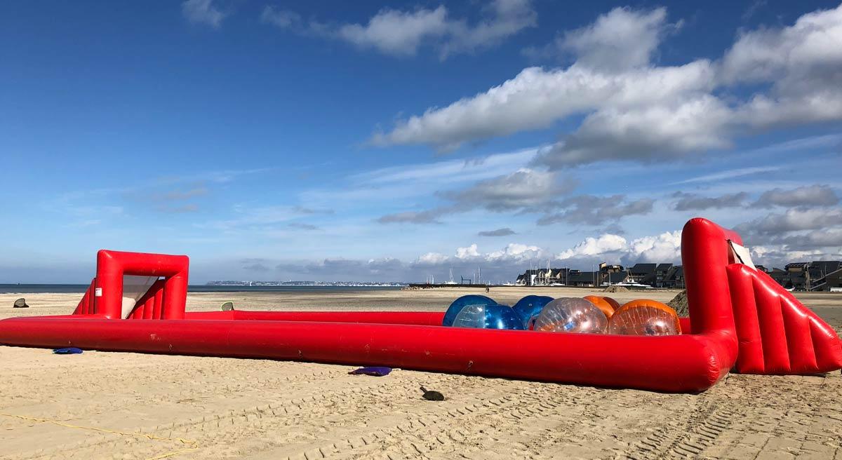 Installation jeux de plage à Deauville