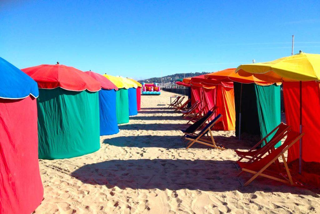 Les parasols de la plage de Deauville
