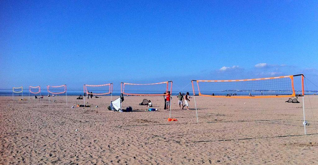 Préparation pour les matchs de  beach volley
