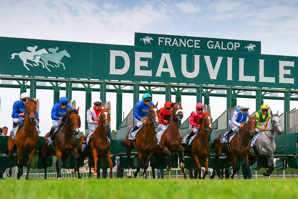 Départ de course à l'hippodrome Deauville - la Touques