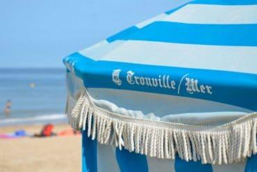Un parasol de la plage à Trouville