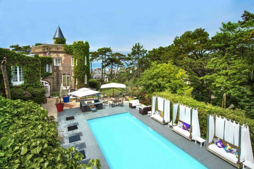 La piscine de l'hôtel Le Donjon - Domaine Saint Clair