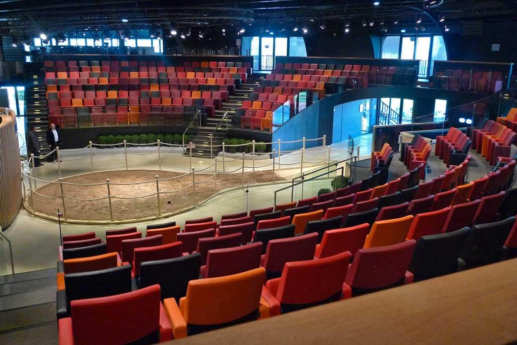 Amphithéâtre de 419 places dédié à la vente des chevaux de course à Deauville