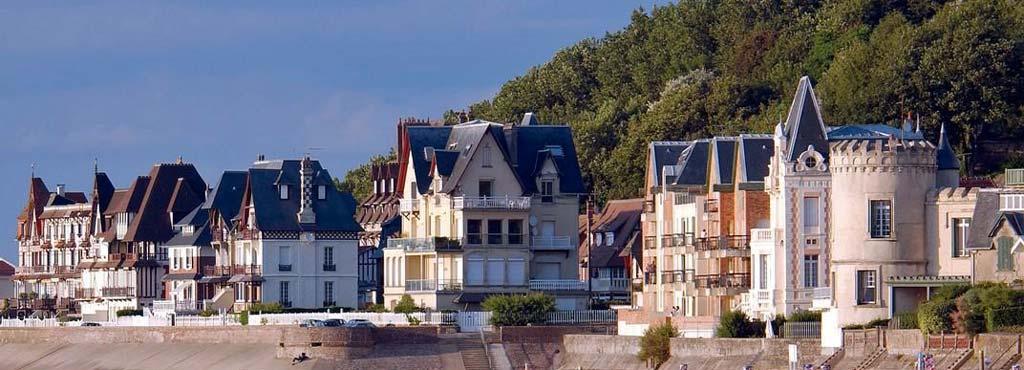 Villas du bord de mer à Trouville