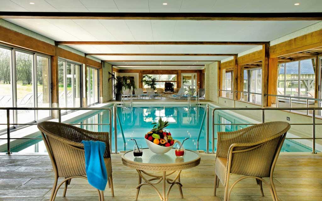La piscine chauffée des Manoirs de Tourgéville.