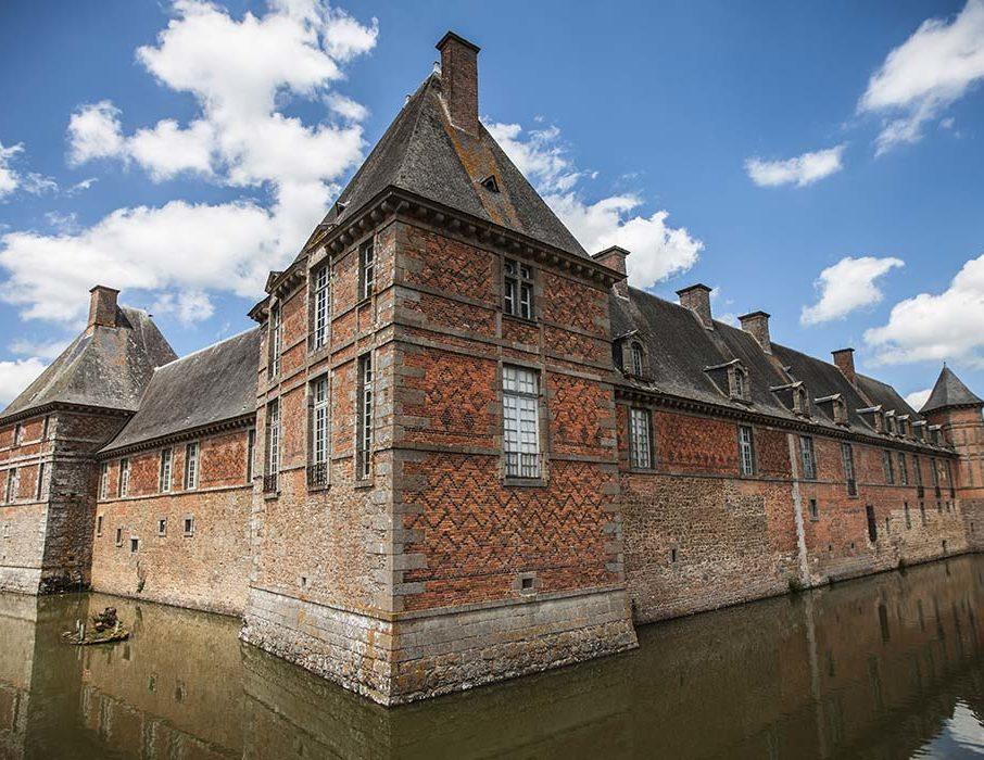 Le château de Carrouges, lieu idéal pour l'activité Murder party pendant votre séminaire en Normandie.