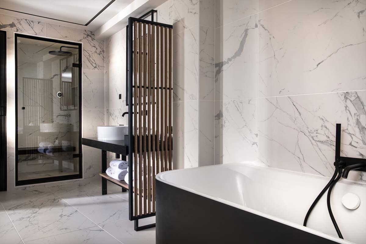 Salle de bain Chambre Deluxe de l'Hôtel Saint-Delis