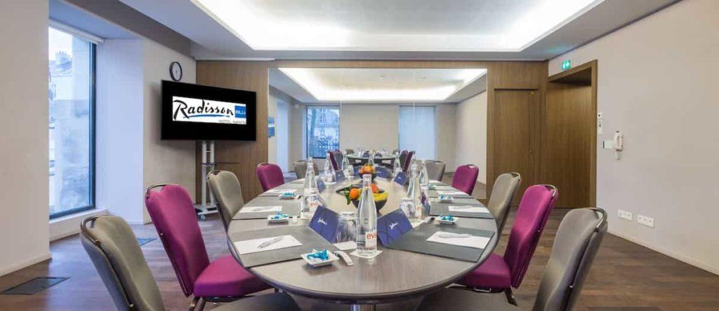 Séminaire à Nantes - 1 des 9 salles de réunion du Radisson Blu Hotel